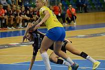 Mostecké házenkářky (v černém Dominika Zachová) hrály ve Zlíně.