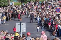 Davy lidí proudí na Valdštejnské slavnosti.