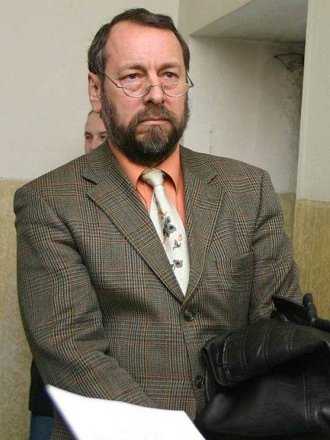 bývalý primář gynekologicko-porodnického oddělení Bohumil Bradáč.