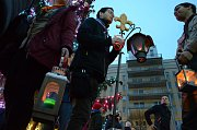 V neděli 23. prosince skončily na 1. náměstí v Mostě Vánoční trhy. Vystoupili na něm například youtuberka Mína a Martin Rufer Quartet. Návštěvníci si vyzkoušeli lití olova a ochutnali svařák, trdelník a další dobroty. Skauti na náměstí předávali betlémské