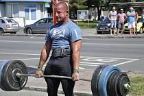 Mostecký strongman Petr Pastýřík na posledních závodech.