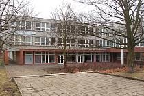 Škola, před kterou došlo k brutální rvačce.