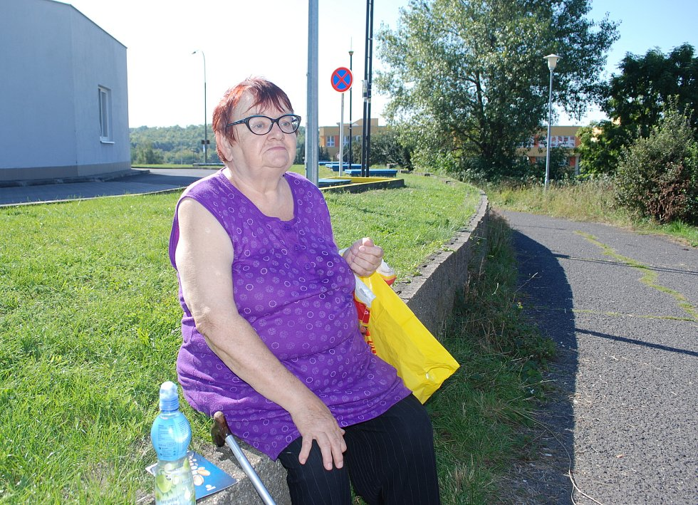 Blanka Šretrová bydlí ve Velebudicích, kde pracovala jako vrátná v technické škole.