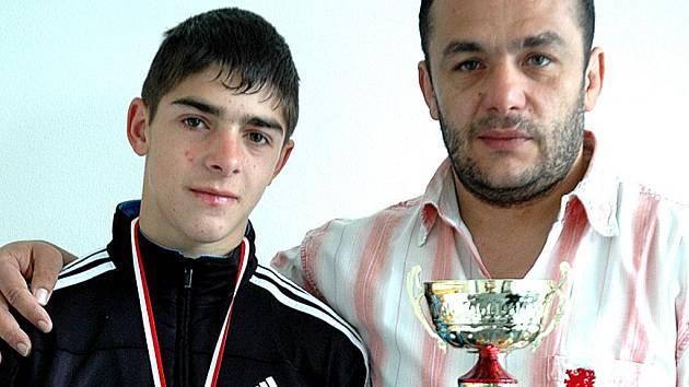 Dušan Chromý se svým trenérem Romanem Tonkou.