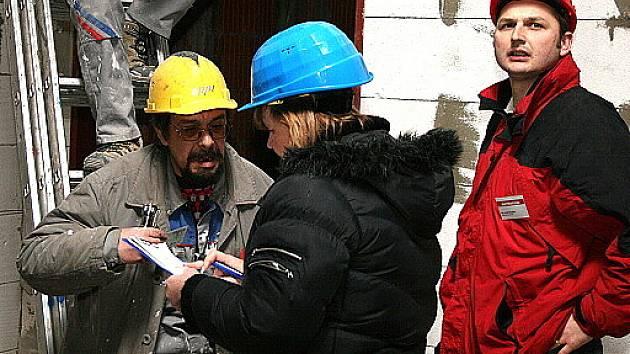 Kontrola nelegálních zaměstnanců na stavbě obchodního centra Central Most.