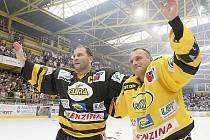 Jiří Šlégr a Robert Reichel se loučí před vyprodaným stadionem.