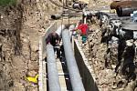 """Nejrozsáhlejší """"kopací"""" akci nyní v Litvínově provádí Severočeská teplárenská."""