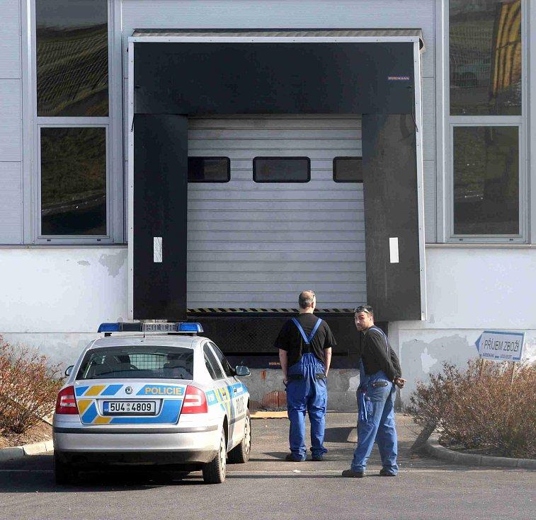 Pracovní úraz dělníka vyšetřuje i policie