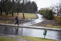 V Mostě je přístupná zelená plocha pod aquadromem, na kterou se desítky let nemohlo kvůli plotu.