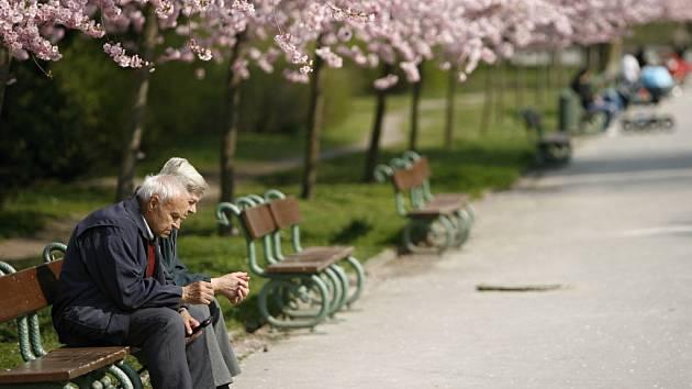 Důchodci jsou terčem podvodníků stále častěji.