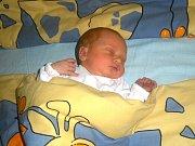 Mamince Ivetě Pudilové se v mostecké nemocnici 11. října v 10.30 hodin narodila dcera Karolínka Ramešová.