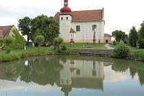 Kostelík v Malém Březně na Mostecku.