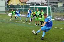 Mostečané (v zeleném) v prvním kole Superligy padli v Olomouci 3:5. V neděli doma hostí Blanensko.