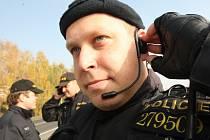 V plné zbroji byli státní policisté i pořádkové jednotky městké policie v Litvínově.