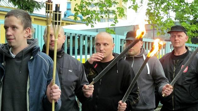 Akce se naposledy konala v roce 2014. Tehdy měli účastníci zapálené louče.