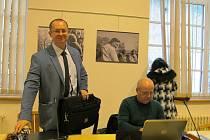 koaliční zastupitelé Adrian Javorek (vlevo) a Rostislav Šíma před začátkem jednání.