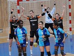 Mostecké házenkářky (v černém) v Evropském poháru doma proti Le Havre v minulé sezoně.
