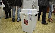 První den prezidentských voleb na 8. ZŠ v Mostě