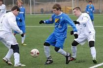 Souš (v bílém) se připravuje na divizní jaro v domácím turnaji Apollo Cup.