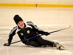 Litvínovští fotbalisté hrají hokej.