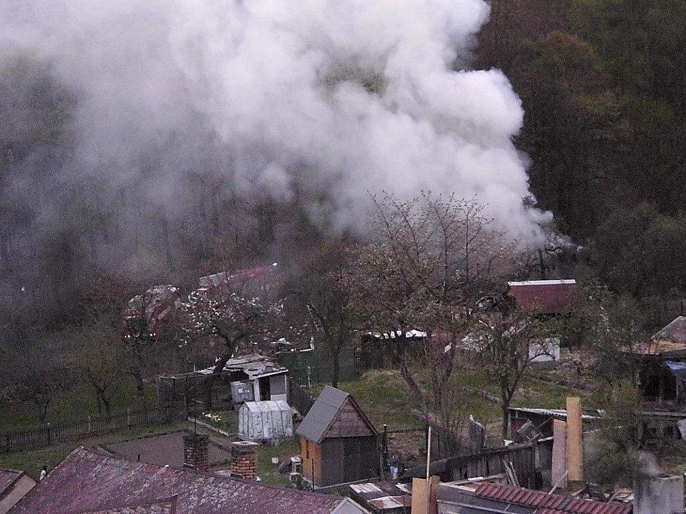 Požár domku v Janově.