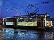 Vánoční tramvaj pro Most je připravena.