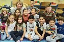 Žáci 1. A Základní školy Obrnice s třídní učitelkou Taťánou Korejsovou.
