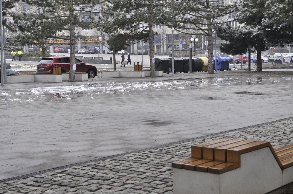 Radniční park ve středu 10. března. Sem se mohou přesunout sobotní trhy
