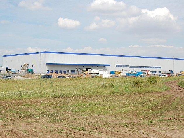 V průmyslové zóně Triangle rostou nové továrny.