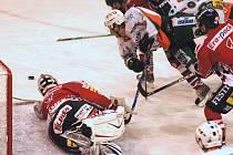 V domácím zápase s Chrudimí (na snímku) HC Most v bílých dresech získal po prohře v prodloužení bod. V odvetě na ledě soupeře si ve středu HC Most nepřivezl nic.