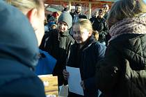 Farmářský trh se soutěží perníčků byl v sobotu součástí Vánočního trhu na 1. náměstí v Mostě.