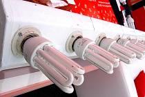 Úsporné žárovky pomáhají šetři peníze.