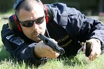 Policejní instruktor služební přípravy Petr Hrdlička při výcviku.