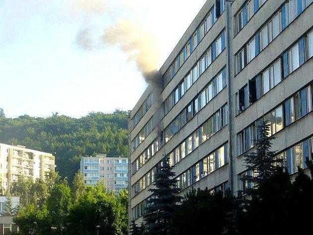 Požár v janovském panelovém domě.