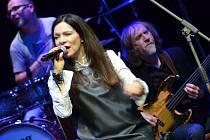 Zpěvačka Anna K. s kapelou.