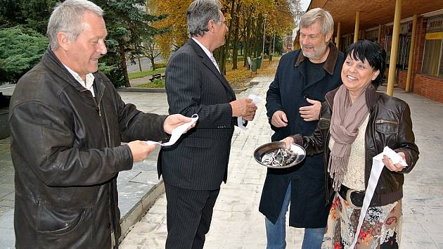 Otevírání nového náměstí v Meziboří.
