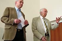 Místostarosta Litvínova Milan Šťovíček (vlevo) a předseda Komise pro životní prostředí AV ČR Radim Šrám na semináři.