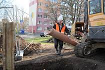 V ulicích Václava Talicha a Jana Kubelíka v Mostě opravují vodovod a kanalizaci