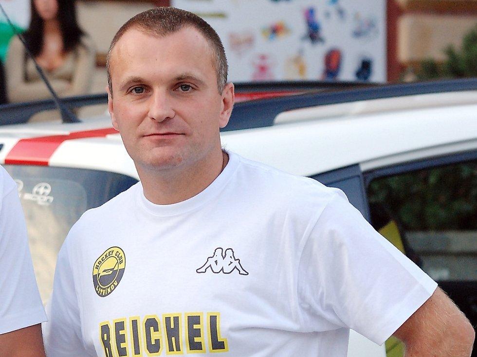 Trenér české hokejové reprezentace do sedmnácti let Robert Reichel.