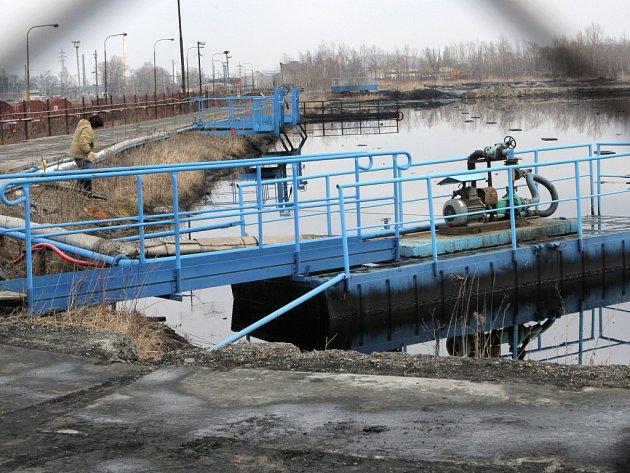 Ropná laguna. Ilustrační foto.