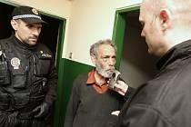 Azylovou místnost pro bezdomovce v areálu ubytovny pro sociálně slabé v Litvínově mohou využívat k přespání jen lidé bez střechy nad hlavou, kteří nejsou pod vlivem alkoholu.