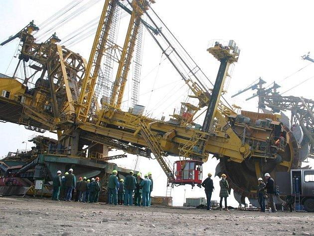 Skrývkový velkostroj KU 800 v uhelném lomu Vršanské uhelné.