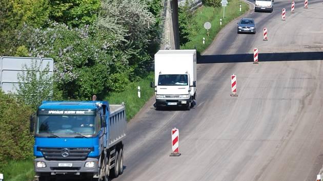 Opravy na silnici I/ 13.