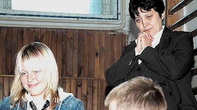 Džamila Stehlíková při besedě s dětmi.