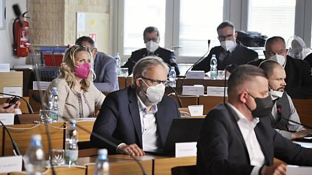 Zasedání zastupitelů v Mostě. 29. dubna 2021