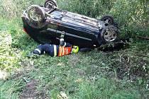 U Havraně havarovalo osobní auto. Při karambolu se zranil jeden člověk