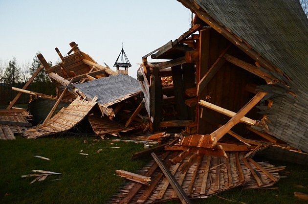 Pravoslavný kostel vMostě zničila vichřice