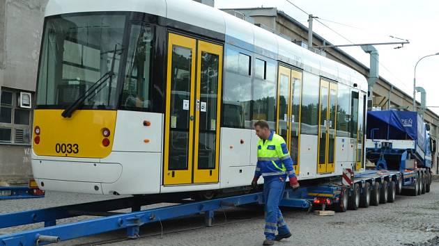 Dopravní podnik měst Mostu a Litvínova představil novou tramvaj.
