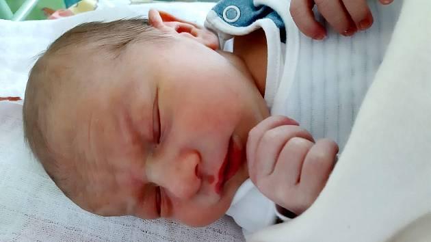 Daniel Klacek se narodil mamince Simoně Klackové 17. dubna v 5.04 hodin. Měřil 50 cm a vážil 3,04 kilogramu.