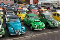 V sobotu budou mít v Muzeu Veteráni Litvínov zastávku účastníci srazu vozů Citroën 2CV.